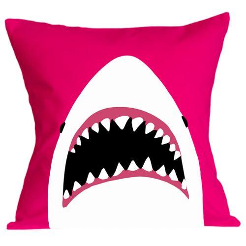 Perna Rechin    Perna decorativa cu imaginea minimalista a rechinului Marele Alb, cu gura cascata, gata sa insface pe cineva.  Perna este umpluta cu fibre de poliester, iar fata de perna este din bumbac 100%.