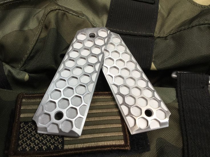 "1911COMPENSATOR.com - 1911 Government/Commander Grips Aluminum ""The Hive"" Duo Finish"