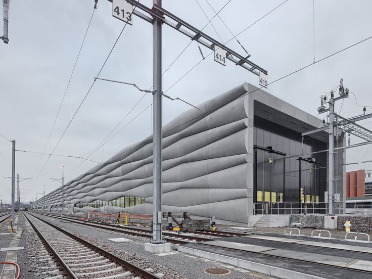 Extension Railway Service Facility / EM2N