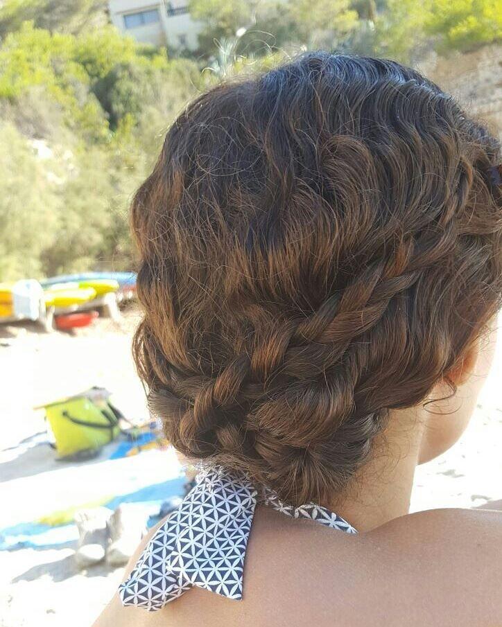Avec grand plaisir, je réponds aujourd'hui au TAG :Routine cheveux NATURELSet BIO (crée par Héloïse de EasyBlush) ! D'ailleurs, je remercie Ninaturelle de m'avoir taguée ! Je dispose déjà d'une routine cheveux naturelle et BIO sur mon blog : ICI. Mais elle commence à dater un peu, car j'ai changé beaucoup de choses depuis 🙂 …