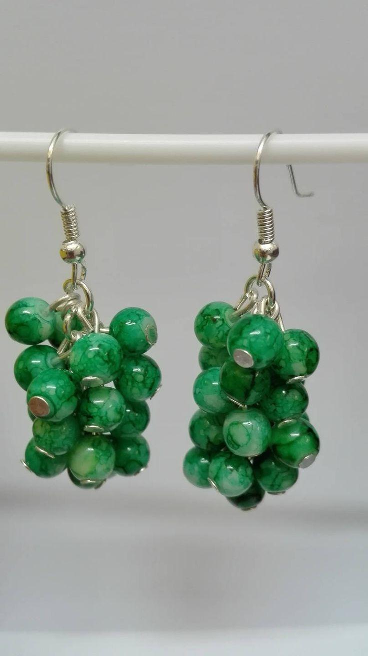 Boucles d'oreilles pendantes argentées grappes perles vertes marbrées 5 cm de la boutique DeessesEtNymphes sur Etsy