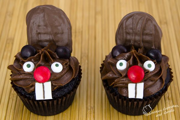 Beaver Cupcakes.. I'll have to remember these on Nov. 11!