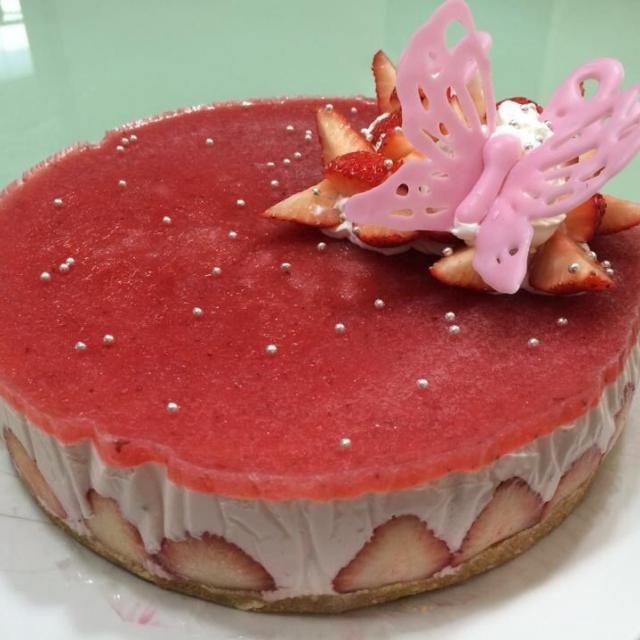 側面が綺麗にできなかったので リベンジします - 47件のもぐもぐ - ストロベリーチーズケーキ by yurinecafe