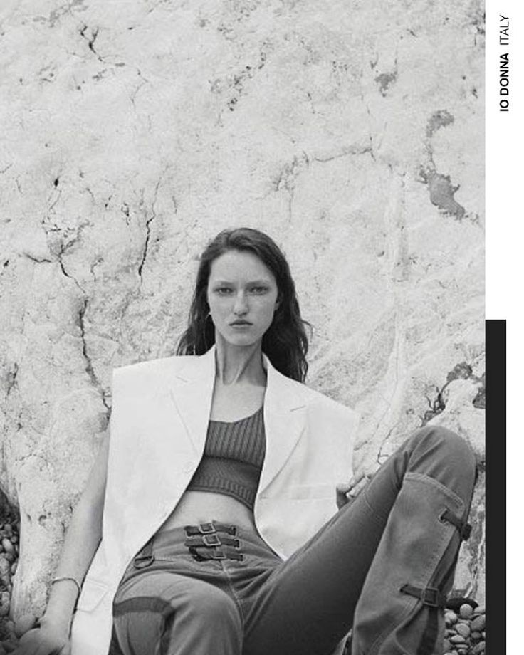A bold take on summer style. The Fay sweater top and cotton pants with leather details, as seen in IO DONNA.