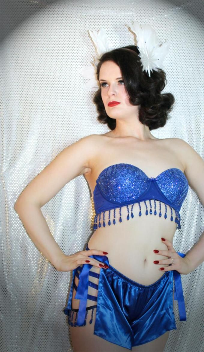 The Benefits of Burlesque Classes By Brandy Montmartre (Guest Blogger)