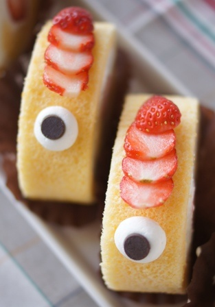 . Strawberry cream fish roll