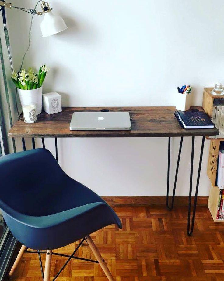 Très beau bureau en métal et bois. DIY avec les pieds RIPATON et customisez vos meubles d'intérieur ! Hairpin legs de 71cm disponibles sur Ripaton.fr