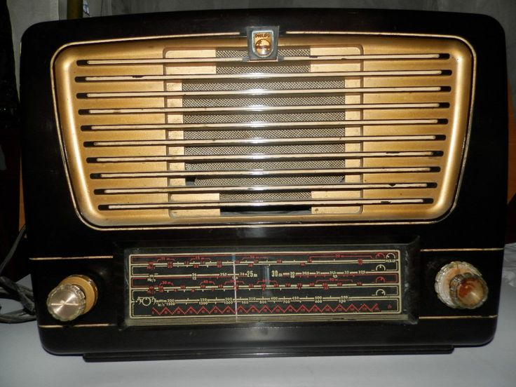 RADIO ANTIGUO A TUBOS MARCA PHILIPS BIEN CONSERVADO Y FUNCIONANDO,MAQUINARIA ORIGINAL ,ESTE RADIO ES APROXIMADAMENTE DE LOS AÑOS 50 .