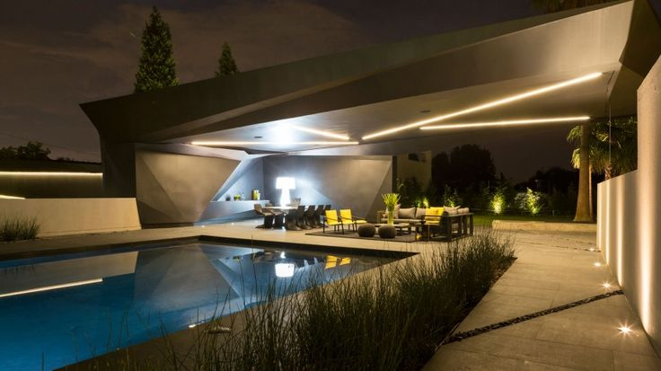 Kloof Road House by Nico van der Meulen Architects (37)