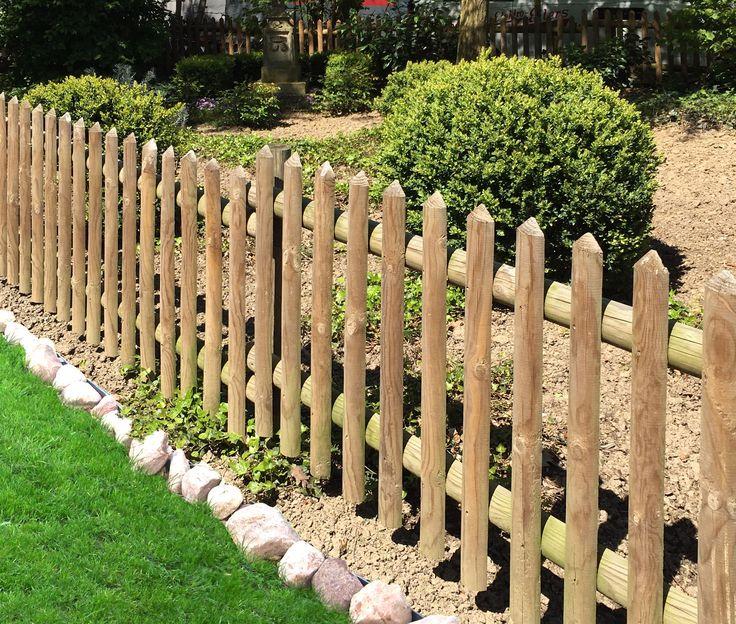 Klassischer Senkrechtzaun, zeitlos und stabil. Zaun, Lattenzaun, Vorgartenzaun, Gartenabgrenzung