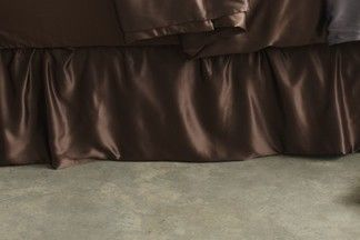 Silk Bed Skirts. Our beautifully finished silk bed skirt has a relaxed, lightly gathered style made with Manito's superior charmeuse weave, 100% mulberry silk with a 100% cotton backing. | www.manitosilk.com