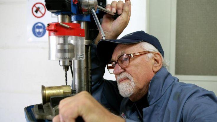 Gesetzliche Rentenversicherung: Wie viel darf ich zur Rente dazuverdienen? http://www.bild.de/ratgeber/leben-und-wissen-verbraucherportal/gesetzliche-rentenversicherung/gesetzliche-rentenversicherung-wieviel-dazuverdienen-42440586.bild.html