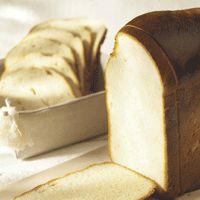 Gemakkelijk koekenbrood recept (met of zonder rozijnen):2 thl droge gist (als je rozijntjes gebruikt, neem dan 2,25 thl gist), 50gr suiker, 1 pakje vanillesuiker, 500gr extra bloem, 1 grote sl boter, 340ml melk (met daarin een losgeklopt ei!), 1 thl zout en voor de liefhebbers 100gr rozijntjes!