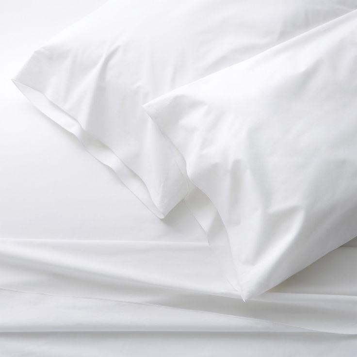 chambre veut draps blancs reine blanche liste de mariage choses prfres apartment priorities belo white king sheet sets apartment essentials - Set De Chambre King Noir