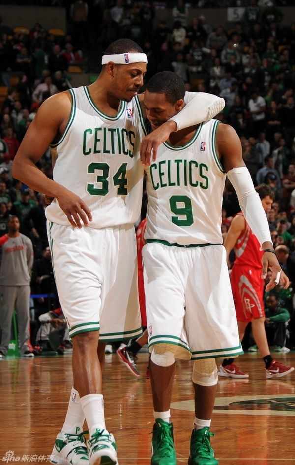 Paul Pierce And Rondo Tender Moment