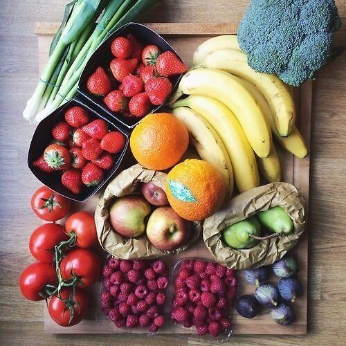 血糖値の上昇を抑える為には、水溶性食物繊維を4〜5グラム以上摂らないと効果は得られないそうです。 また低GI値の食品を頭に入れておくことも大切だそうです! 〜低GI食品(GI値55以下)〜 ・玄米・全粒粉パン・そば・春雨・大豆・葉野菜・りんご・いちご・バナナ・肉類・魚類・卵・チーズ・ヨーグルト 逆に 〜高GI値な食品(GI値70以上)〜 ・糖類・精白米・食パン・うどん・コンフレーク・ビーフン・そうめん・じゃがいも・トウモロコシ・人参・山芋 となっています。水溶性食物繊維と低GI食品をうまくとって血糖値の上昇を防ぎ、賢く浮腫みや肥満を防ぎましょ!