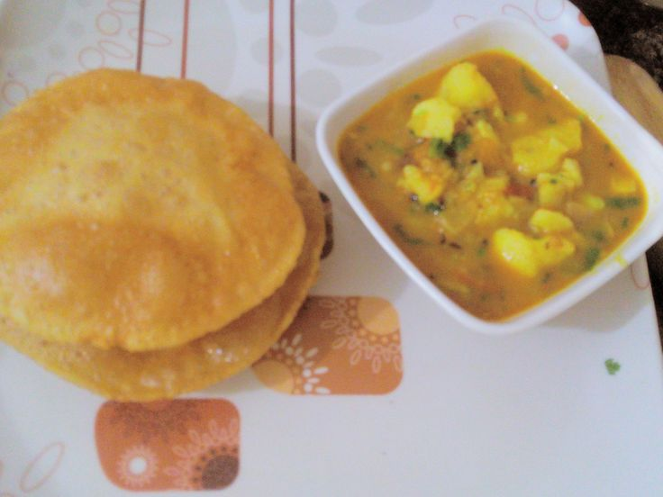 Masala Puri with spicy Aloo curry - Famous Bedhayi Aloo recipe from UP W...