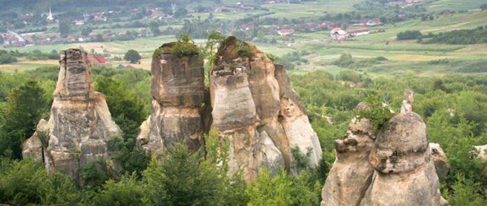 Grădina Zmeilor, un loc unic atât ca peisaj şi frumuseţe cât şi ca origine. Descoperă una dintre cele mai frumoase destinații din Transilvania.