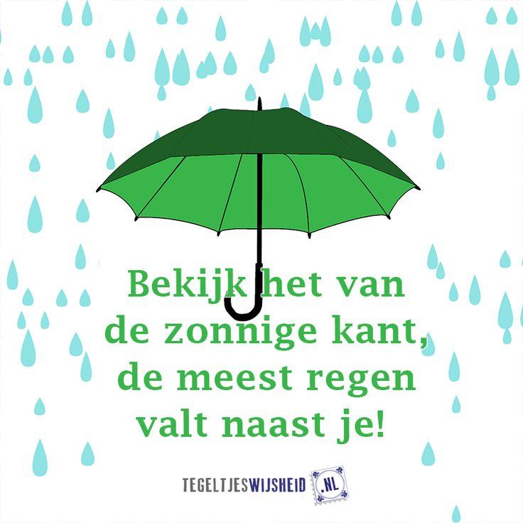 Bekijk het van de zonnig kant! De meeste regen valt nasat je #regen #zon Cadeautip: maak je eigen tegel op www.tegeltjeswijsheid.nl