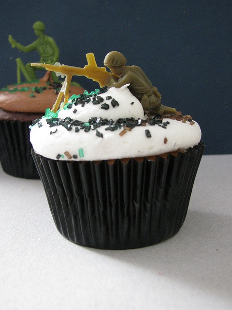 Anyone know of a little boy with a birthday soon? because i need to make these :) thecupcakeblog.com
