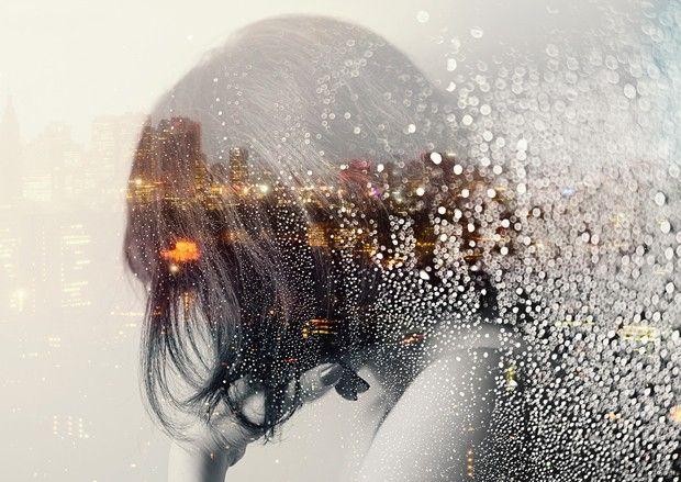 """Passionnée par l'image que ce soit dans la photographie, la vidéo ou l'animation, l'artiste japonaise basée à Tokyo, Miki Takahashi s'essaie à toutes les techniques et tous les styles. Nous vous présentons son travail à travers sa dernière série photo, nommée """"Utakata"""", elle traite de l'eau et de la double exposition.  Les clichés mettent en scène un visage féminin (surement celui de l'artiste), de la végétation, des paysages urbains, des gouttes d'eau ou des bulles. La double exposition..."""
