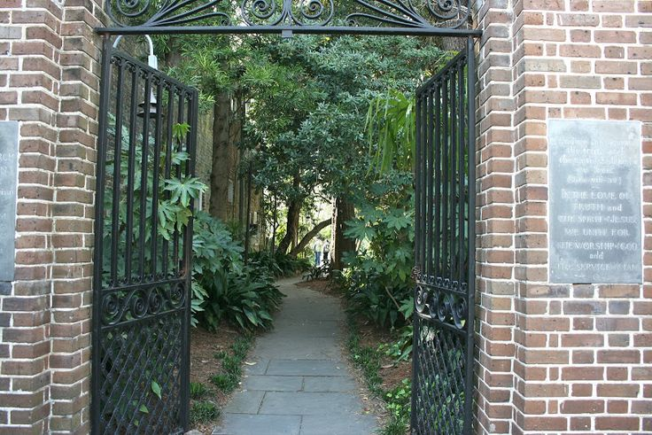 Shady paths and courtyards everywhere...