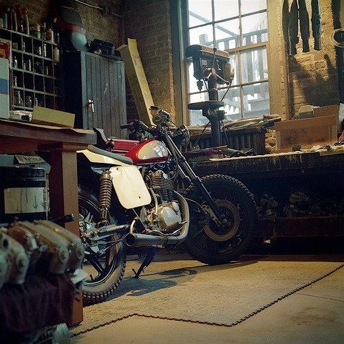Good workshop garage pinterest for Garage moto scooter