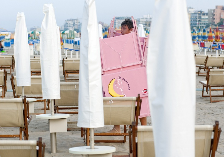 notte rosa e bagnini. pink night and beach attendant