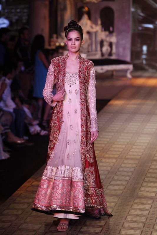 Delhi Couture Week: Manish Malhotra | This would be so perfect for an engagement!
