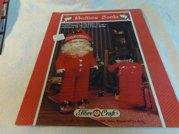 """Utilizzare fibre Craft Bedtime Santa Crochet Pattern bambola vestiti Long Johns con 14"""" Babbo Natale bambola FCM359"""