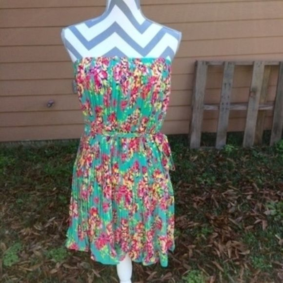Lowest! Green floral dress Worn once. Strapless dress with a belt that can be tied on the side in a bow. Seafoam green with floral pattern. No flaws. Message me with any questions. All pictures are taken in natural light so color may vary. :) #floral #seafoamgreen #strapless Dresses Mini