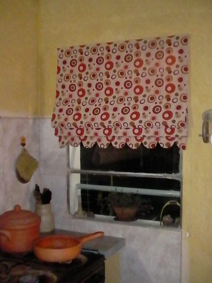 cortina romana en gobelino con terminacin en ondas ideal para la cocina