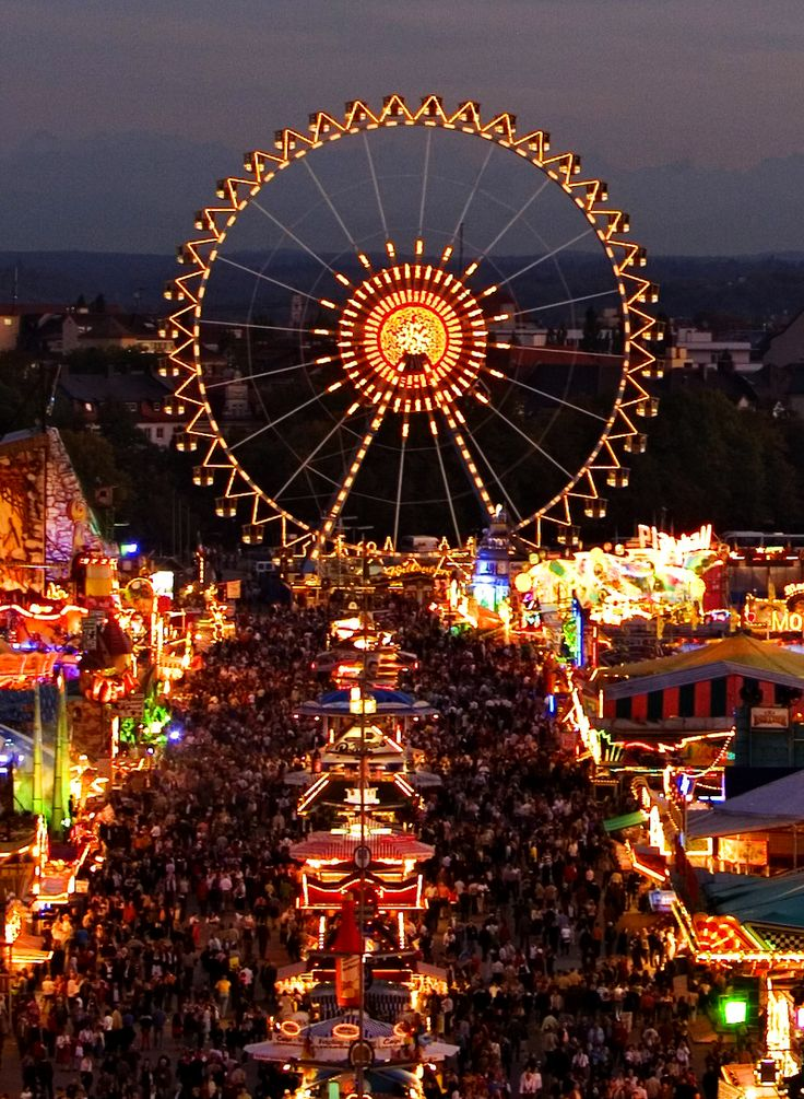 L'Oktoberfest, la fête de la bière à Munich, Bavière, Allemagne (Oktoberfest, the beer festival in Munich, Bavaria, Germany)