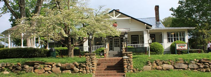 AppleWood Farmhouse Resturant; Sevierville, TN: One of my Favorite places to eat in Pigeon Forge.