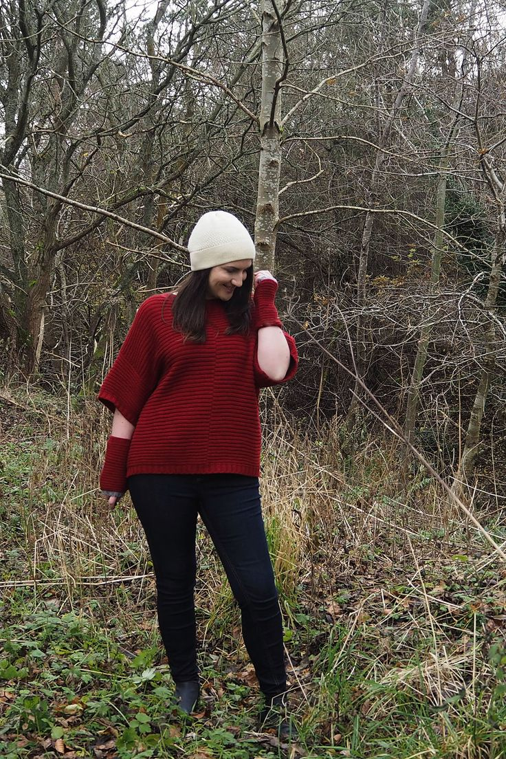Sustainable wool poncho outfit How to style a poncho sweater for winter. #winterfashion #knitwear #red