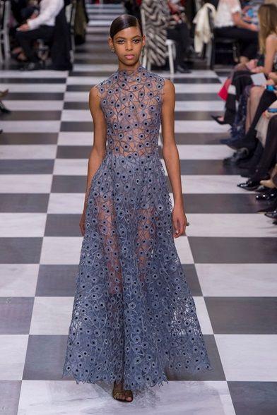 Guarda la sfilata di moda Christian Dior a Parigi e scopri la collezione di abiti e accessori per la stagione Alta Moda Primavera Estate 2018.
