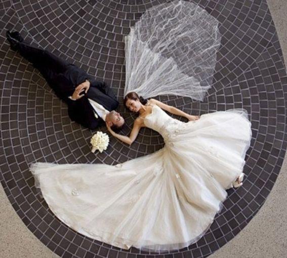 Vælg et unik tema til din brudebilleder. Vores fotograf står klar til at prøve nye ideer af, og er klar på lidt af hvert.