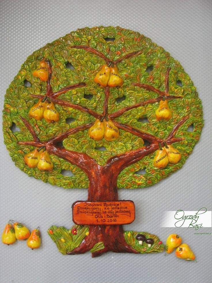 Prezent na podziękowanie dla rodziców, drzewo genealogiczne gruszy z dodatkowymi gruszkami do dowieszenia dla przyszłych potomków,małżonków  www.ogrodybasi.pl #prezent #na #25 #30 #40 #50 #60 #rocznica #slub #jubileusz #gody #urodziny #drzewo #genealogiczne