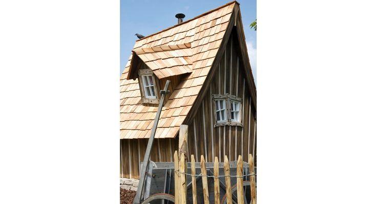 Inkl. Dachgaube, Rundfenster und Holzschindeln • 20 mm starkes Leimholz ✓ Holz-Gartenhaus Lieblingsplatz Komplett-Set ➜ Holz-Gartenhäuser bei OBI