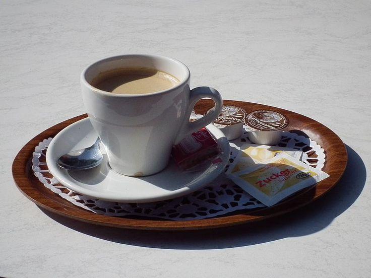 Kaffee Crema mit Kaffeesahne und Zucker mmmmmmmmmmmmm!!!!