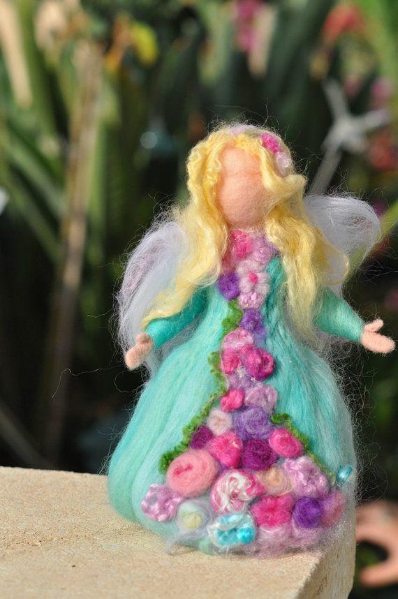 Fieltro muñeca de escultura independiente Waldorf lana jardín…