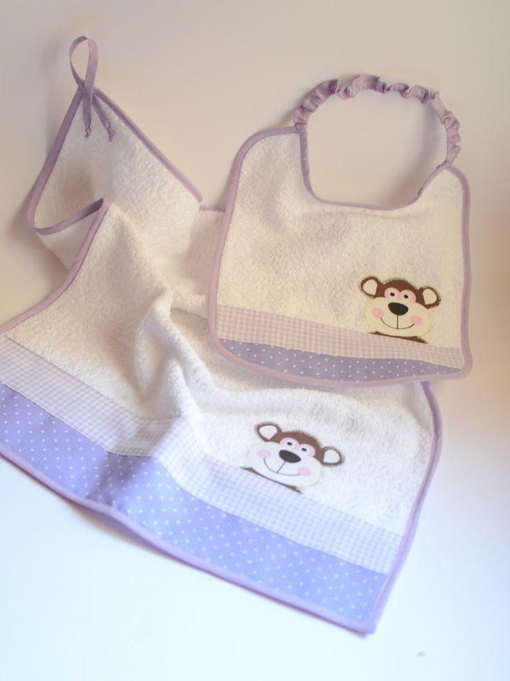 Set asciugamano e bavaglino in spugna fatto a mano e personalizzabile con nome. Tema scimmietta con tessuto pois e quadrettato lilla di IlFioccodiIleana su Etsy