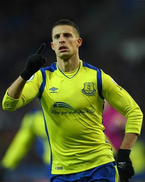 Everton's Belgian striker Kevin Mirallas celebrates after scoring the opening goal of the English Premier League football match between Leicester City and Everton at King Power Stadium in Leicester, central England on December 26, 2016. / AFP / Paul ELLIS / RESTRICTED TO EDITORIAL USE. No use with unauthorized audio, video, data, fixture lists, club/league logos or 'live' services. Online in-match use limited to 75 images, no video emulation. No use in betting, games or single…