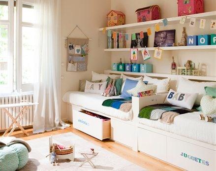 Una habitación para dos hermanas muy bien organizada
