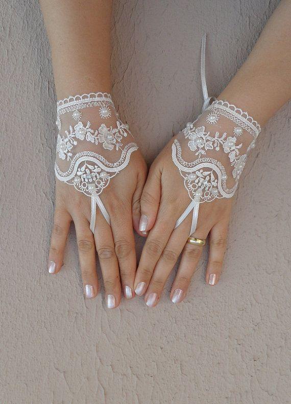 wedding glove, ivory wedding glove, bridal tea party accessory, bridal glove, bridesmaid gifts, FREE SHIP