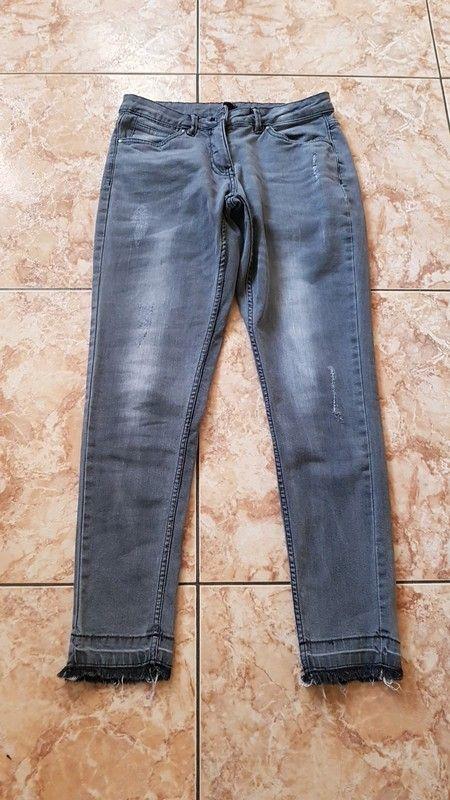 383e9021379fa Pantalon jean gris neuf taille 38 40 - Pantalon en jean taille 38 voir même  40