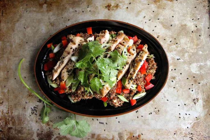 sesame ginger quinoa salad with grilled chicken