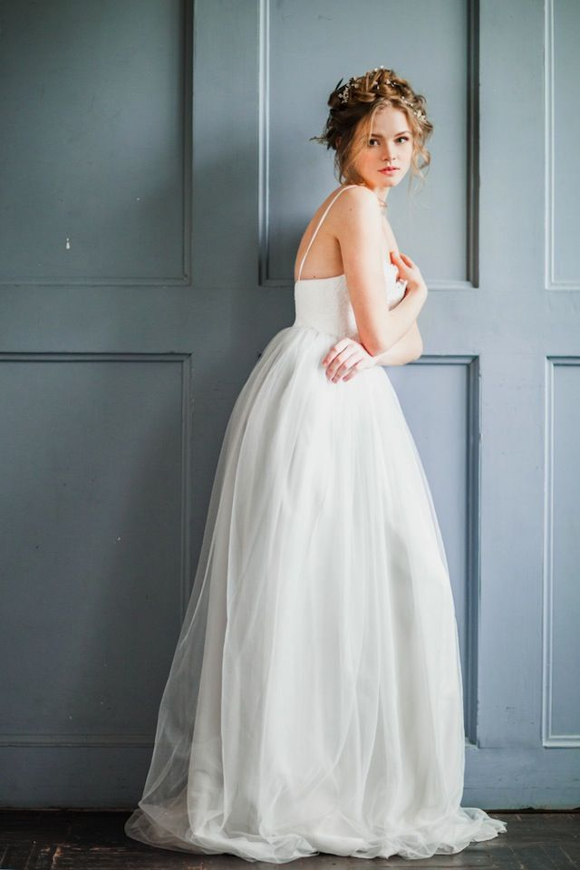 Elegant tulle wedding dress ⎪ Antonova Kseniya Photography ⎪ see more on:  http://burnettsboards.com/2015/04/spring-nature-bridal-portraits/