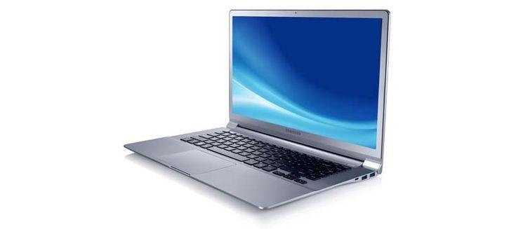 La Ultrabook™ Serie 9 de Samsung es una computadora ultraligera y delgada. Su carcasa es muy resistente y tiene un disco duro de 128 GB.