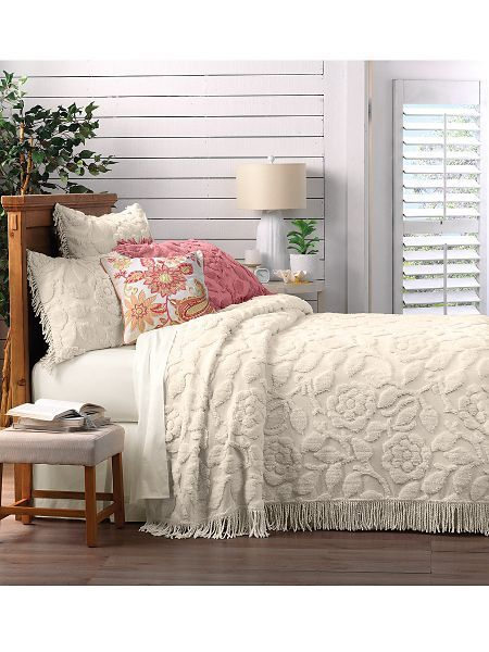 Charleston Chenille Bedspread - <p> 	New from Linensource's signature chenille collection that our customers love for its plush tufting and wonderful value. This soft, romantic